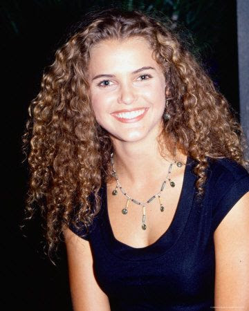 Type 3 – Curly Hair  •3b celebrities: Keri Russell  •3b: Medium amount of curl, from bouncy ringlets to tight corkscrews.  Circumference: Sharpie size
