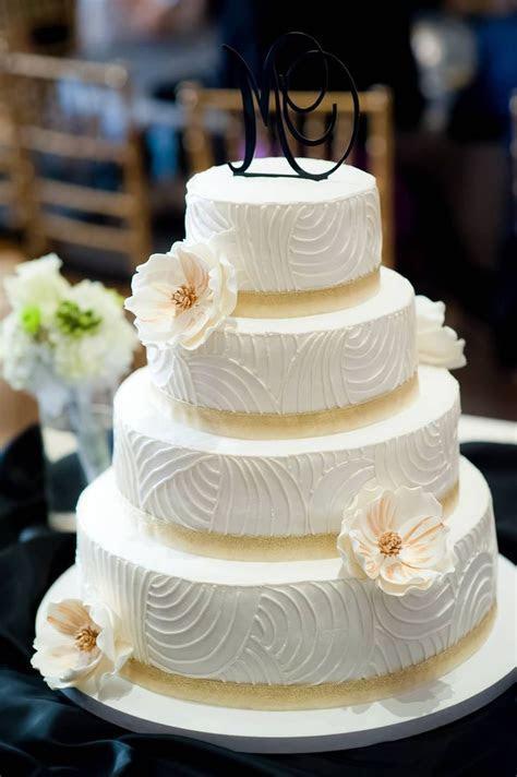 Ivory gold wedding cake #weddingcake   Wedding Ideas
