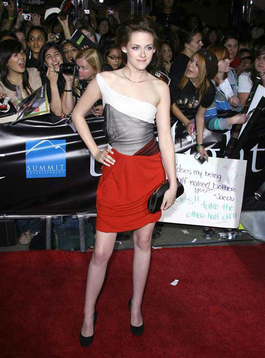 Kristen Stewart appears at the Los Angeles premiere of 'Twilight' on Nov. 17, 2008.