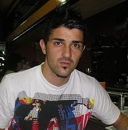 http://upload.wikimedia.org/wikipedia/commons/thumb/a/a0/David_Villa2_(cropped).jpg/250px-David_Villa2_(cropped).jpg