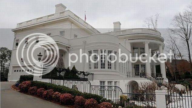 Mau tinggal di gedung putih, sekarang bukan mimpi Andapun bisa merasakan hidup ala Obama, cuman replikanya aja