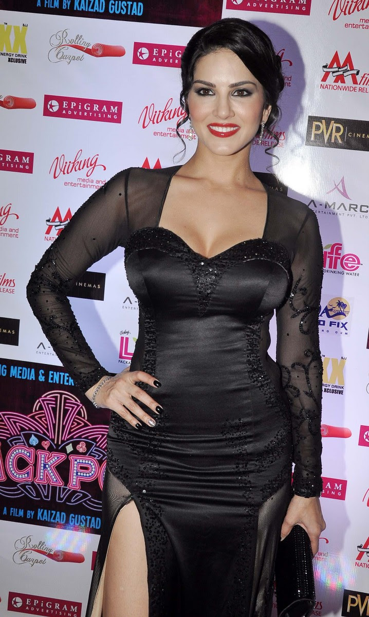 Sunny-Leone-Shah-Rukh-Khan-At-Jackpot-Movie-Premiere-Show-Image-Pictures-7
