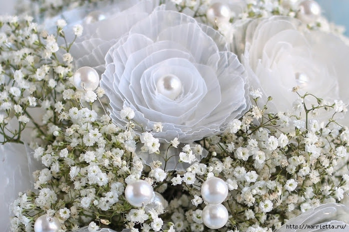 Plastic-flower-bouquet-from-egg-box03.jpg