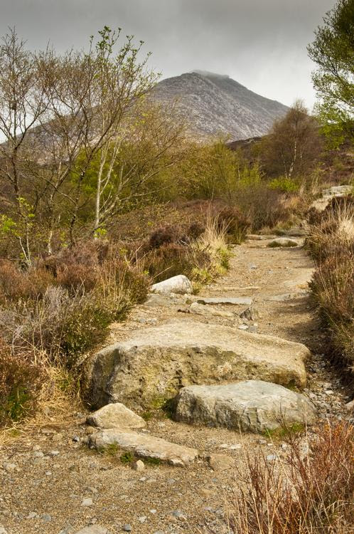 http://www.aboutbritain.com/images/attraction/big/goatfell-path-30220351.jpg