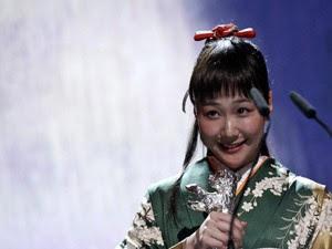 Atriz japonesa Haru Kuroki  ganhou o urso de prata de melhor atriz (Foto: Tobias Schwarz/Reuters)
