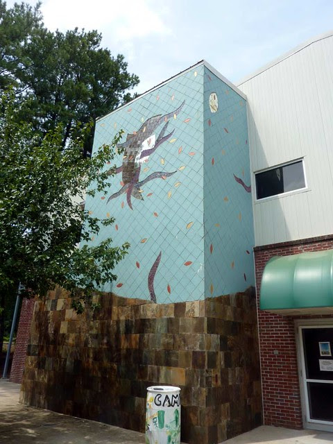P1030559-2010-08-21-Peachtree-Hills-Rec-Center-Mosaic-by-Deanna-Sirlin