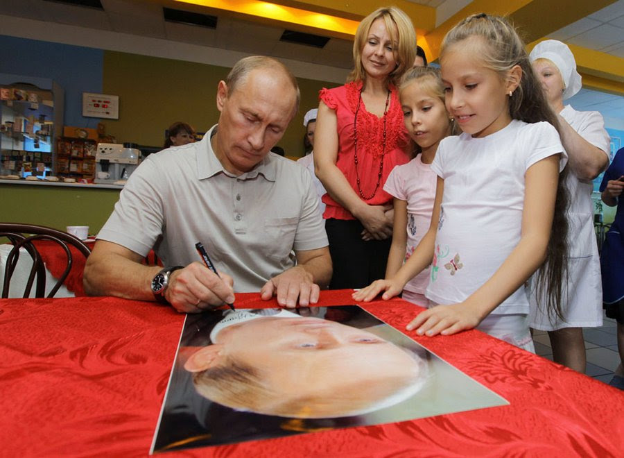 Russian President signs autographs for children in Khabarovsk, August 27, 2010.