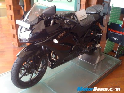 Hero Honda Dealership Is A Bajaj Copy