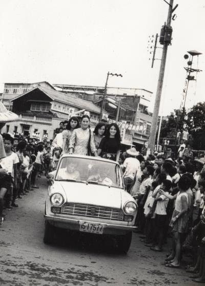 嘉義大林鎮當年曾有明星來訪、踩街遊行,民眾搶看巨星風采。 (江明赫提供)