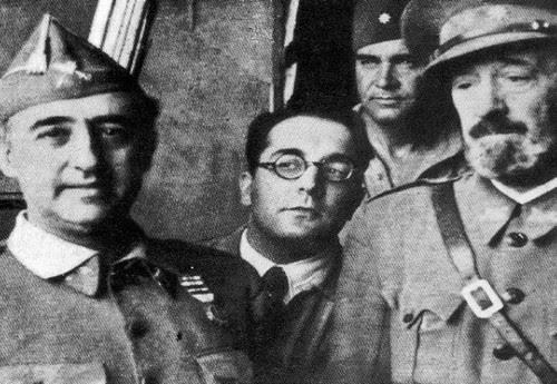 Moscardó y Franco junto a Artur Portela tras la conquista de Toledo. Fotografía de Leopoldo Nunes para O Século