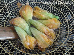 Bong Bi Nhoi Tom Chien (Vietnamese Shrimp-Stuffed Deep-fried Squash Blossoms) 8