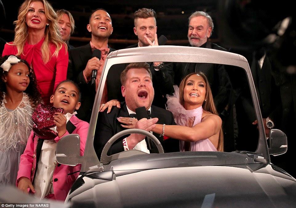 Diversão vezes: Mesmo a filha de Beyonce foi destaque no show como ela se juntou James Corden, Jennifer Lopez e John Legend para cantar Sweet Caroline para um segmento Carpool Karaoke