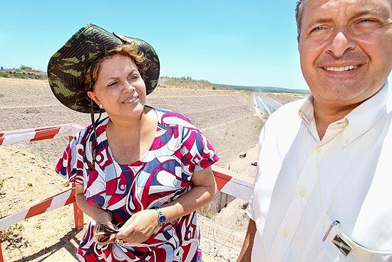 Dilma com Campos em visita a obras em Pernambuco no ano passado
