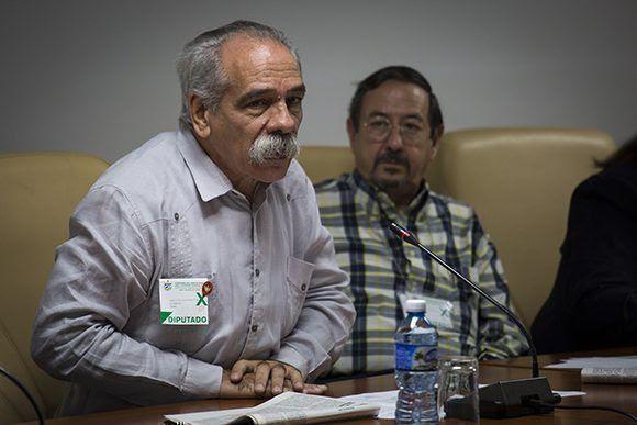 Jorge González, presidente de la Comisión de Salud y Deporte. Foto: Irene Pérez/ Cubadebate.