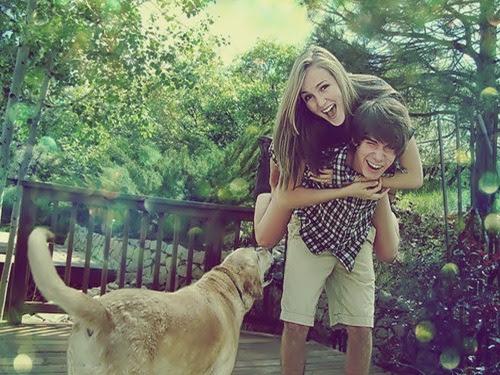 onmywhitehorse:  Mas felicidade é poder estar com quem você gosta em algum lugar. CharlieBrownJr