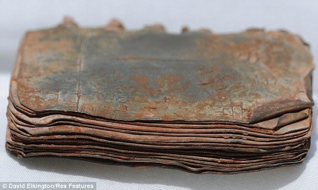 article 1371290 0B63EC4900000578 127 634x379 70 Buku Logam Sejarah Injil, Mungkinkah Penemuan Terbesar Dunia Sejak Gulungan Laut Mati?