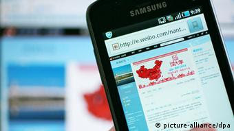 China Internet Sina Weibo auf Handy