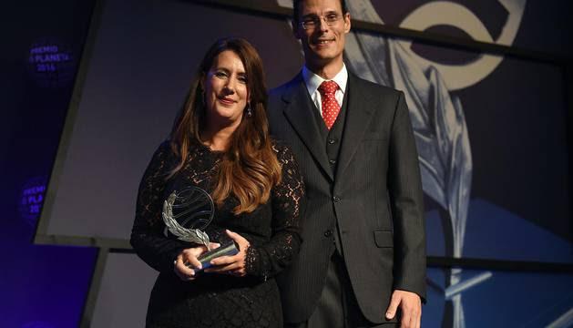 "DOLORES REDONDO, Premio Planeta 2016, con la novela ""Todo eso te daré"""