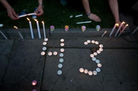 Estudiantes protestan por Ayotzinapa en la embajada de México en Chile. Foto: Xinhua / Jorge Villegas