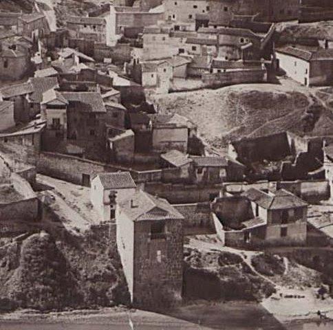 Torre del Hierro de Toledo en 1883. Fotografía de Alfred Dismorr (detalle)