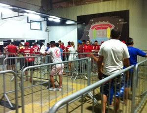 Fila Arena das Dunas (Foto: Alexandre Filho/GloboEsporte.com)