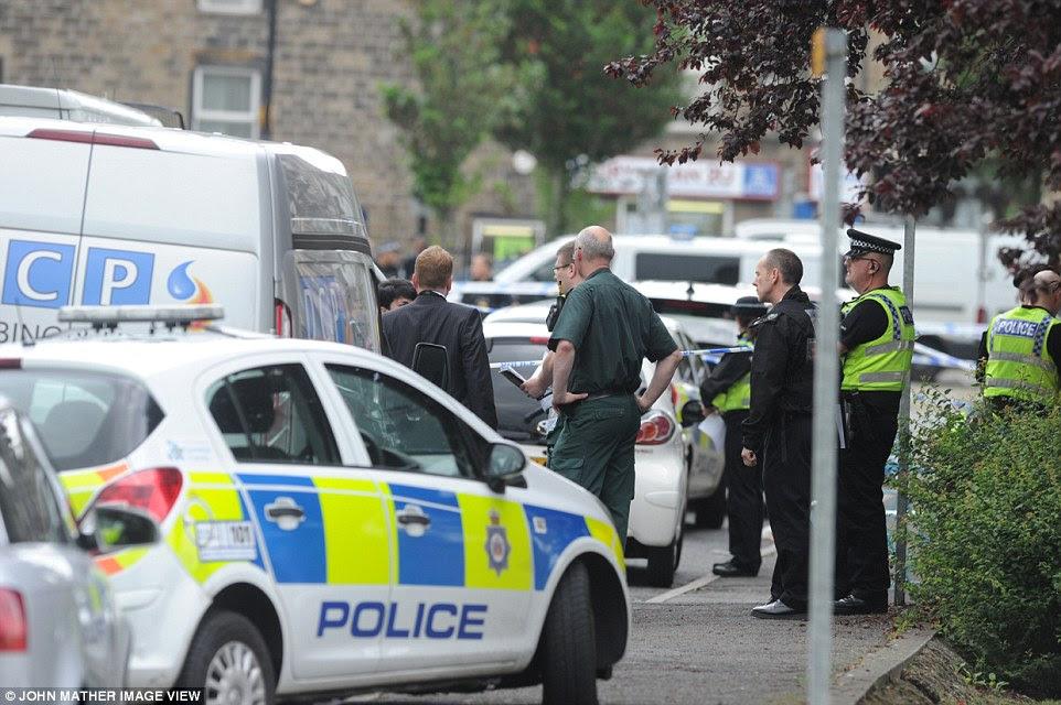 """Un testigo afirmó que el hombre gritó """"Gran Bretaña primera 'durante la refriega en Birstall, West Yorkshire"""