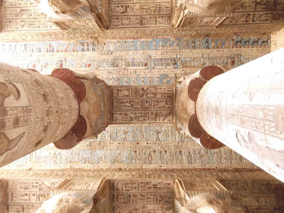 Los magníficos techos del interior del Templo de Hathor (CC by SA 3.0)