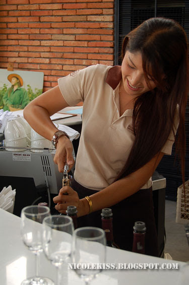 wine bartendress