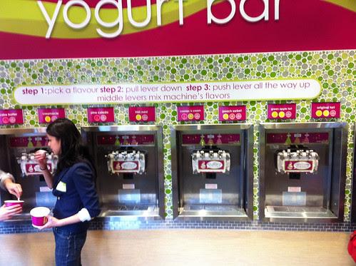 Menchie's on Bloor, Yogurt Bar