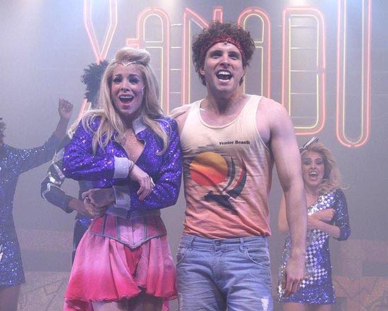 """Danielle Winits e Thiago Fragoso em cena de """"Xanadu"""""""