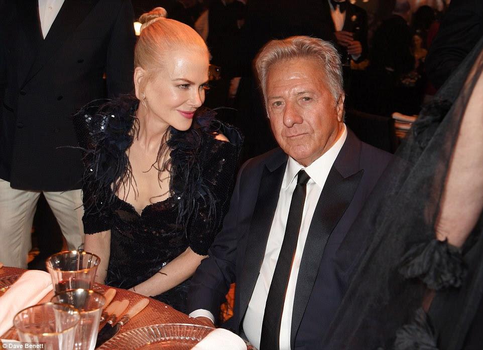 Na lista-A!  Nicole estava brilhando enquanto posava ao lado da lenda de Hollywood Dustin Hoffman