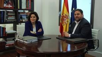 Sáenz de Santamaría i Junqueras, durant la reunió que van fer a l'abril (ACN)