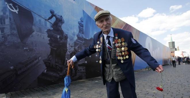 Un veterano participa en los actos de conmemoriación del 71 aniversario de la victoria del Ejército soviético sobre los nazis. REUTERS/Sergei Karpukhin