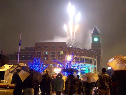 Fireworks on New Years Eve 2007, Brampton City Hall, Ontario