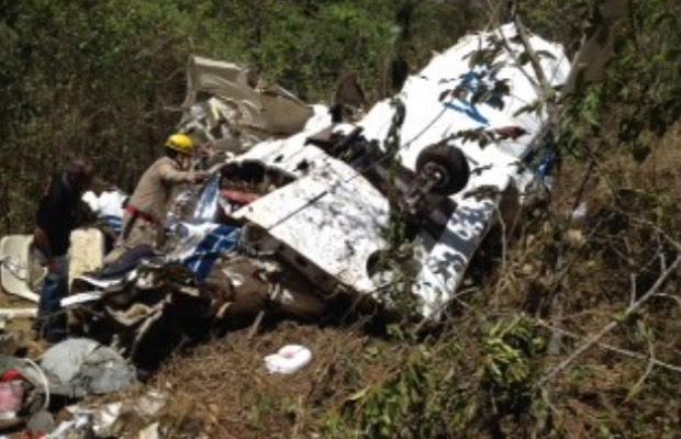 Avião cai em Caldas Novas, Goiás (Foto: Reprodução/ TV Anhanguera)