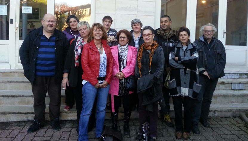 Le comité de soutien ce matin autour de Sylvia à la sortie du Tribunal. La pression a changée de camp