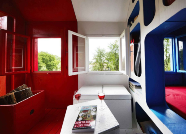 Tiny France: The £1,000 tiny house