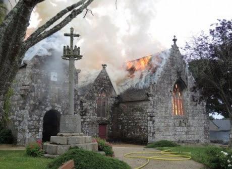 Eglise en flamme - 21 juin 2016.jpg