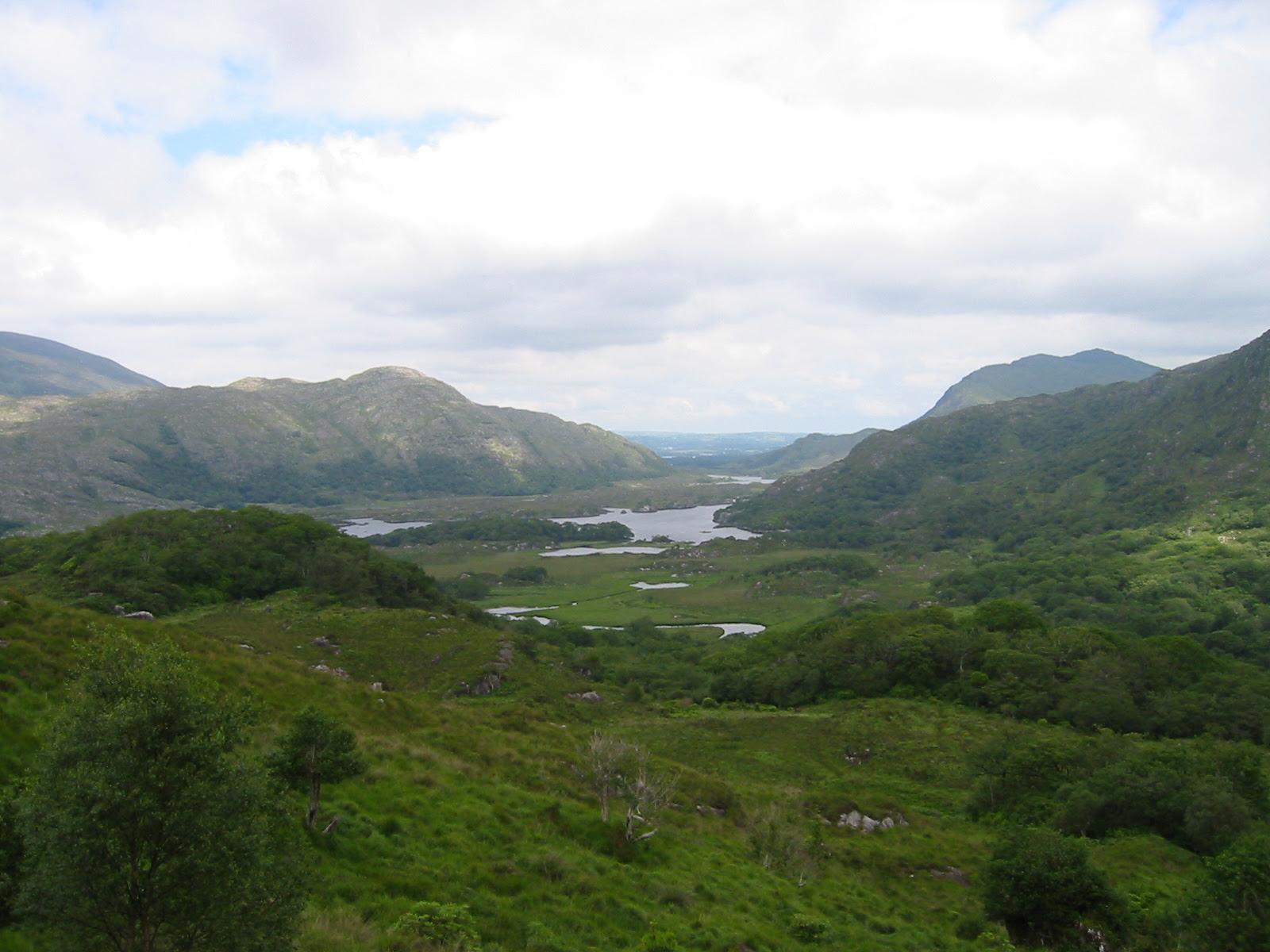 http://upload.wikimedia.org/wikipedia/commons/9/9c/Lakes_of_Killarney.JPG