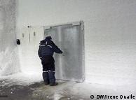 Roland von Bothmer tranca a porta do banco