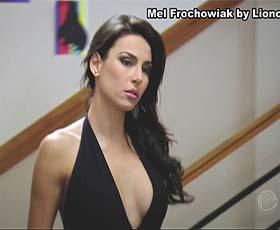 Mel Frockowiak sensual na novela Rebelde