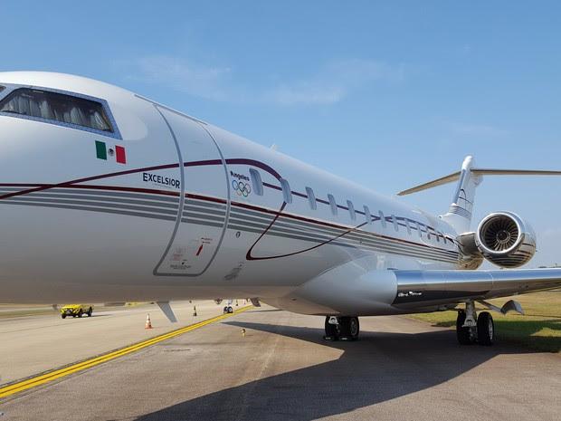 Avião com bandeira mexicana também ficou pousado no pátio do Galeão (Foto: Káthia Mello/G1)