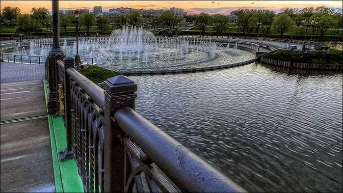 Фонтан на Среднем Царицынском пруду/3673959_DSCF8325_6_7_tonemapped (700x393, 65Kb)