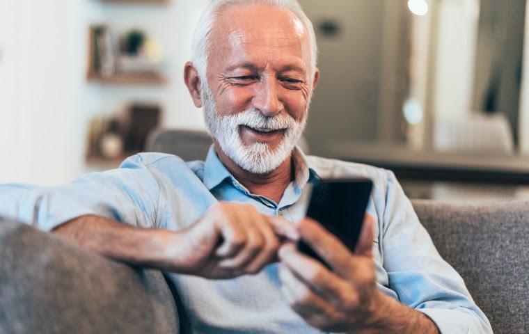 Seniorenhandy: Die 5 besten Handys für Senioren im Vergleich