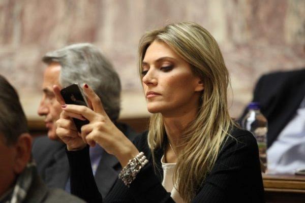 most-gorgeous-female-politicians-eva-kaili