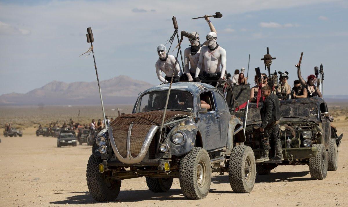 """Fãs de """"Mad Max"""" constroem seu próprio mundo pós-apocalíptico no meio do deserto 09"""