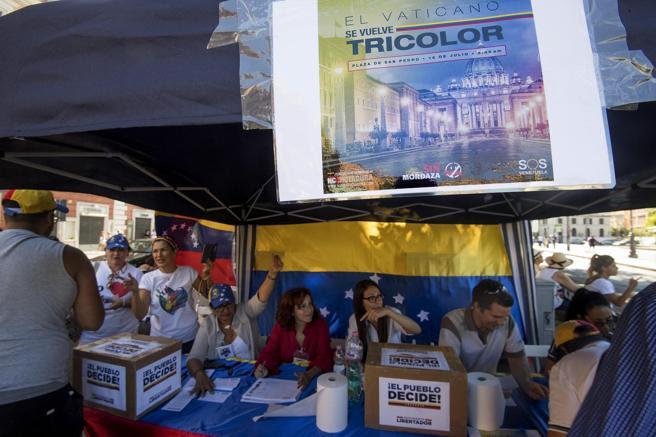 Venezolanos residentes en Italia participan en la consulta