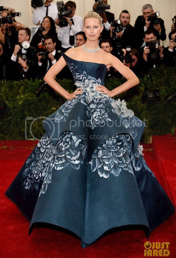 photo karolina-kurkovas-floral-dress-is-unlike-anything-weve-seen-on-met-ball-2014-red-carpet-05_zps4bcbbdeb.jpg