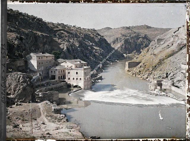 Torno del Tajo desde el Puente de Alcántara entre el 15 y el 17 de junio de 1914. Autocromo de Auguste Léon. © Musée Albert-Kahn - Département des Hauts-de-Seine