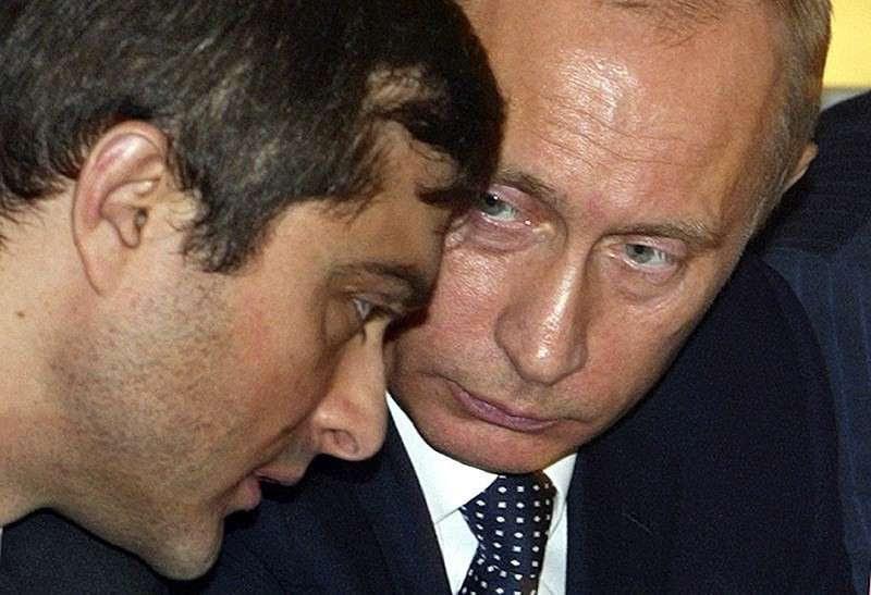 Статья Суркова о «Долгом государстве» Владимира Путина. В чём суть?